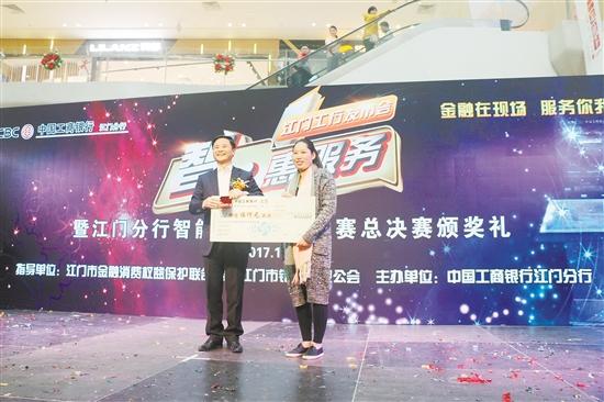 一等奖获得者喜获价值5000元的奖品。吕胜根