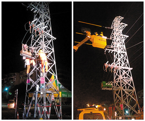 供电人员在抢修线路