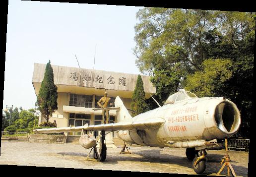 冯如纪念馆与空军赠送的飞机