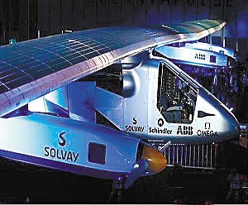 世界上最大太阳能飞机亮相