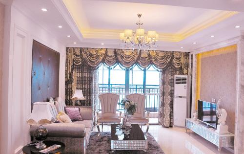 样板房的客厅装饰一新