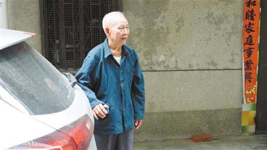 """恩平市85岁老人""""离家出走""""去广西买牛"""
