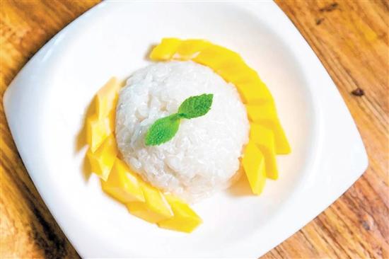 芒果椰汁糯米饭香糯可口。