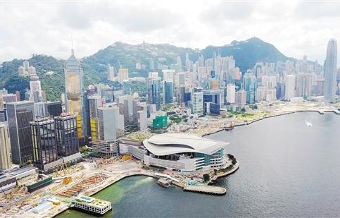 这是位于香港湾仔维多利亚湾之畔的香港会议展览中心。