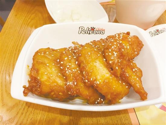 Pelicana百利家(12bet娱乐城中天店)的炸鸡很嫩滑。