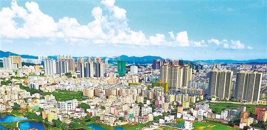 """近年来,鹤山市""""一城三中心""""建设稳步推进,城市面貌可谓日新月异."""