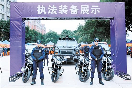 北湖法治文化公园揭幕,执法部门展示装备无人机和防爆毯引市民围观 中国财经界 www.qbjrxs.com