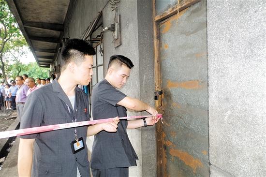 执行干警现场查封厂房。
