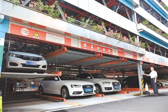 目前,安达停车场每月的停车费收入仅能满足人工成本、水电费等开支。
