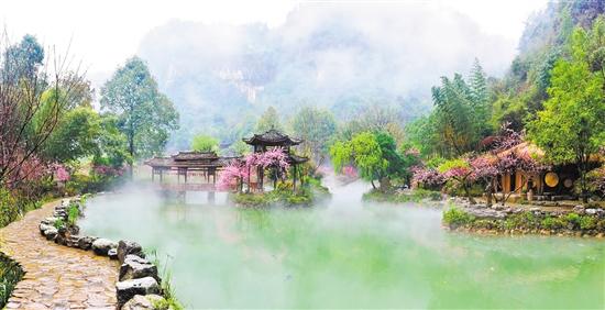 山水之间,漫步桃花源,寻觅心中的世外桃源;穿越时空,梦回旧时,感受