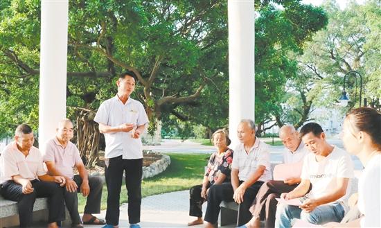 赤溪镇护岭村公园建成投入使用。��员、村民聚在一起,探讨下一步乡村振兴的工作。