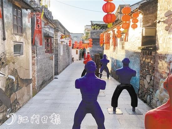 京梅村出神入化巷内设有多处武术互动设施,丰富游客的游玩体验。