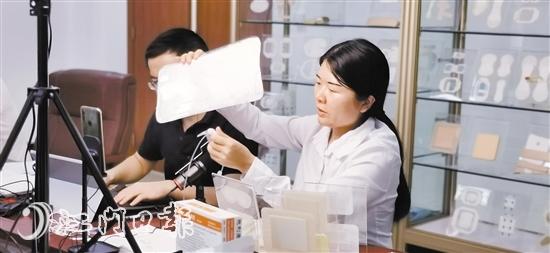 参加线上广交会的台山企业各出妙招直播带货。