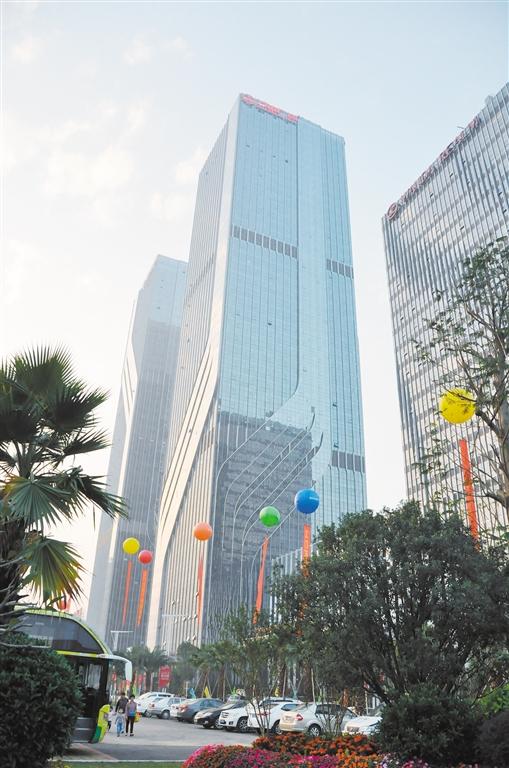 现在12bet娱乐城的第一高楼是万达广场的双子塔。邓国一
