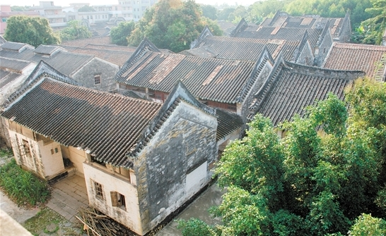 历经300多年沧桑,学宫破损严重,亟待保护、修复。