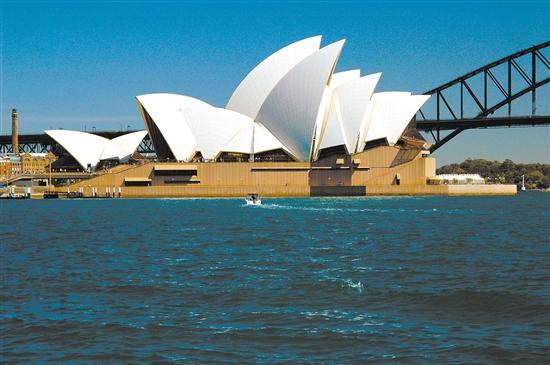 犹如扬帆巨轮的悉尼歌剧院。