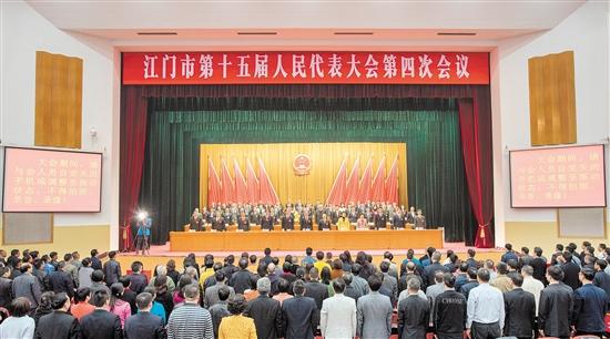昨天下午,市十五届人大四次会议在雄壮的国歌声中胜利闭幕。