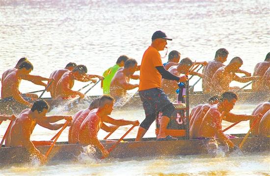 训练场景已让人热血沸腾,龙舟赛正式开赛后的精彩值得期待。